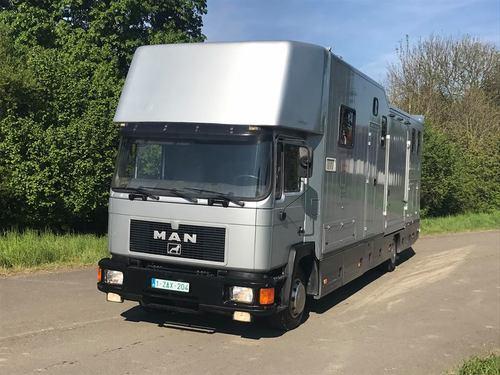 À vendre  Man 14 t 284cv 440.000 km année du châssis 1996